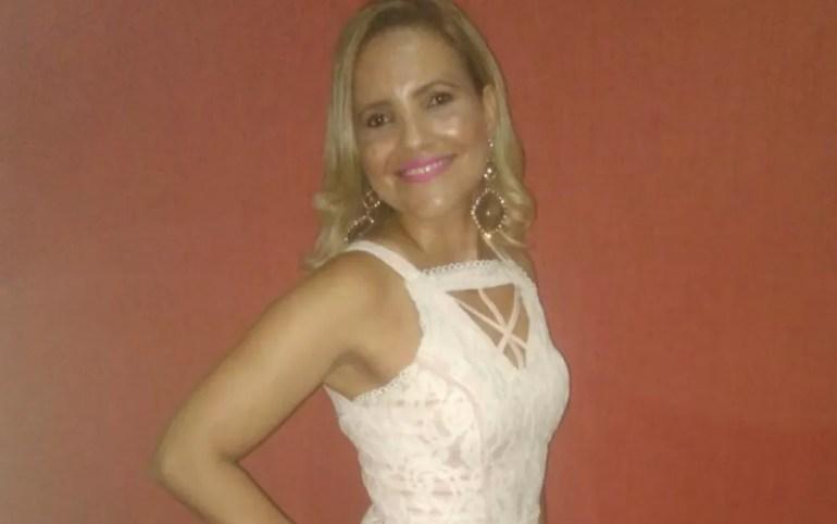 Shirley Souza, de 38 anos, encontrada morta em casa em Luziânia — Foto: Reprodução/Facebook