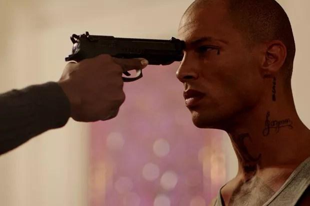 Jeremy Meeks em cena do filme Trigger (Foto: Les Krone)