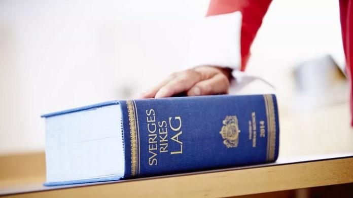 Período máximo de férias dos juízes na Suécia é de 35 dias - aqueles com até 29 anos não podem tirar mais de 28 dias — Foto: Patrik Svedberg/Divulgação/BBC