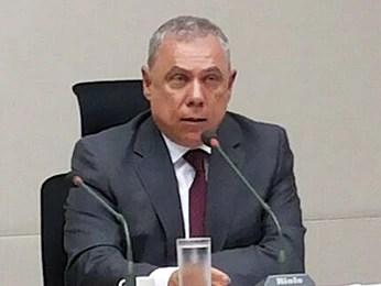 Diretor do DFTrans, Marco Antônio Campanella, durante reunião de comissão da CLDF (Foto: Isabella Formiga/G1)