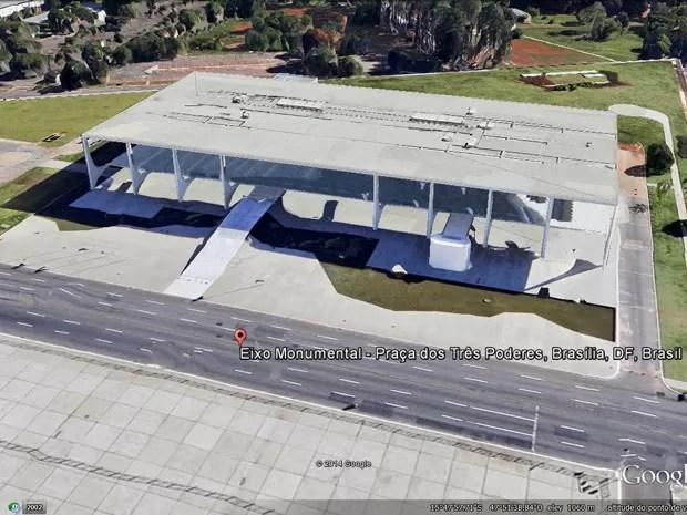 Coordenadas indicadas pela promotora no pedido de quebra de sigilo são do Palácio do Planalto, segundo o Google Earth (Foto: Reprodução / Google Earth)
