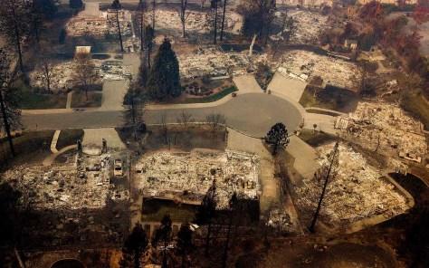 Bairro totalmente dizimados pelas chamas em Paradise, Califórnia — Foto: Noah Berger / AP Photo