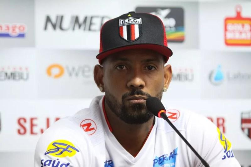 Everton Heleno, que jogou pelo Botafogo (SP), CSA (AL), Sport (PE) e Santa Cruz (PE), foi preso por roubos, segundo a polícia (Foto: Rogério Moroti/Ag. Botafogo)