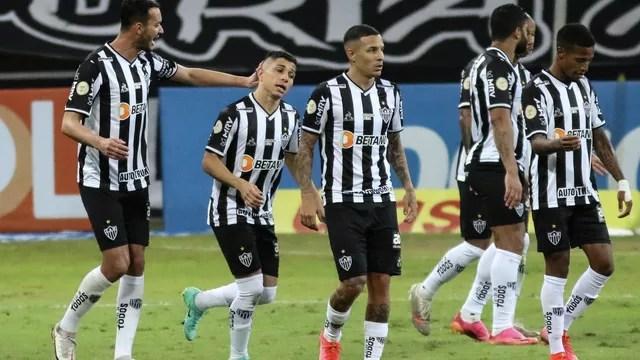 Jogadores do Atlético-MG comemoram gol contra o Flamengo