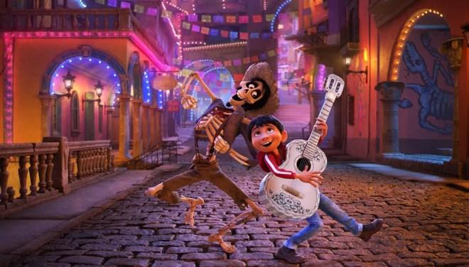 Héctor, personagem dublado por Gael García Bernal, e Miguel são amigos em 'Viva - A vida é uma festa' — Foto: Divulgação
