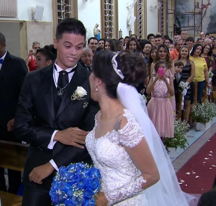 Noivo santista aprovou a homenagem da companheira ao time deles (Foto: TV Fronteira / Reprodução)