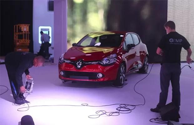 Marca finalizam as preparações para o Salão de Paris. Nesta quarta-feira (26), o novo Renault Clio já está na feira (Foto:  REUTERS/Jacky Naegelen)