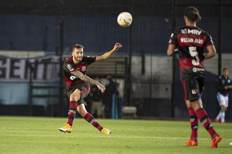Léo Pereira foi titular em todos os jogos de Rogério Ceni — Foto: Alexandre Vidal / CRF