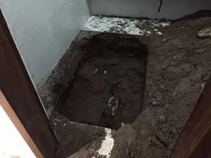 Vítima foi encontrada enterrada na dispensa da própria casa, em João Pessoa. (Foto: Walter Paparazzo / G1)