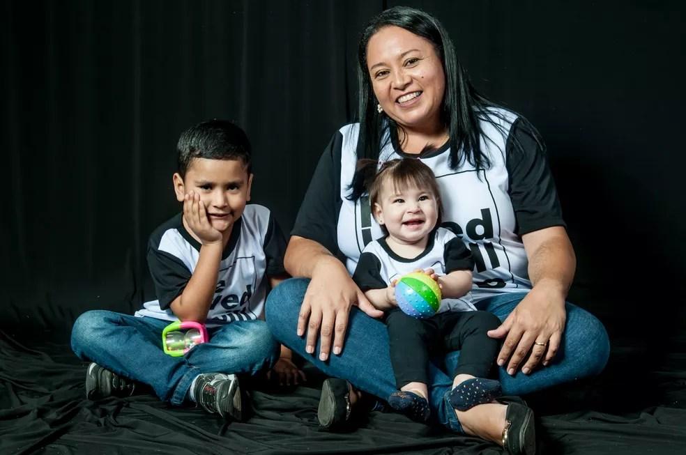Valquíria Sampaio Rodrigues com os filhos Rafael e Luíza, de Sorocaba (Foto: Alexandre Maciel/Arquivo Pessoal)
