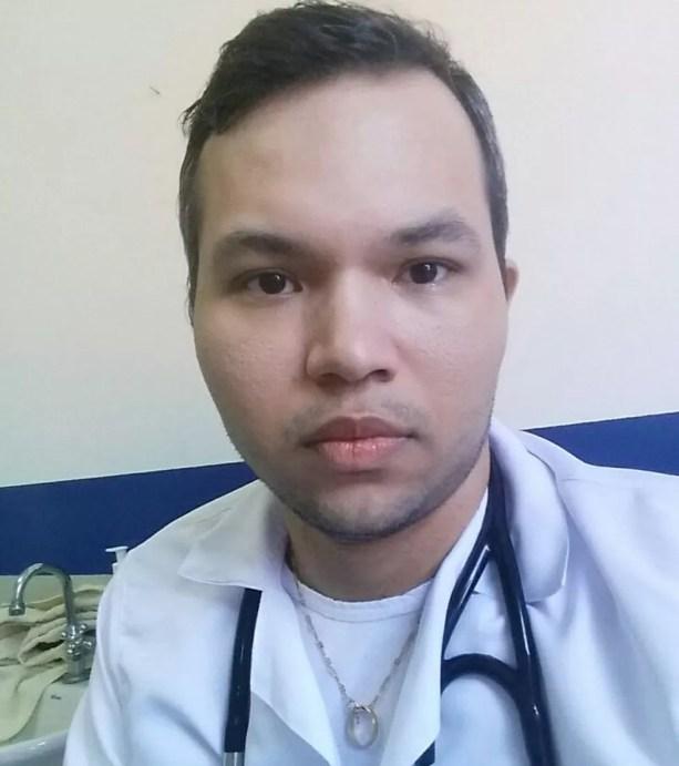 Médico Tayron da Silva, de 28 anos, conta que nunca pensou em passar tanto constrangimento e espera que empresa aérea reveja treinamento de funcionários (Foto: Arquivo pessoal)