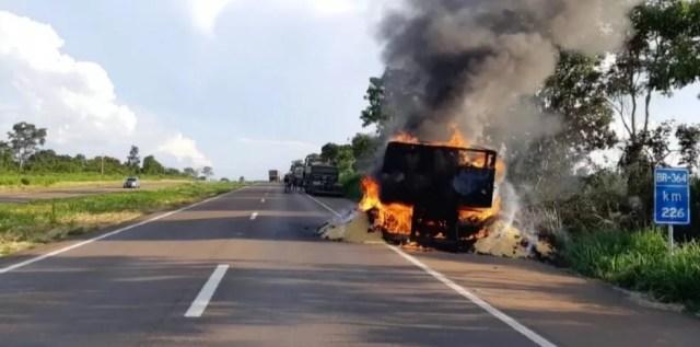 Motorista saiu ileso do acidente — Foto: TVCA/Reprodução