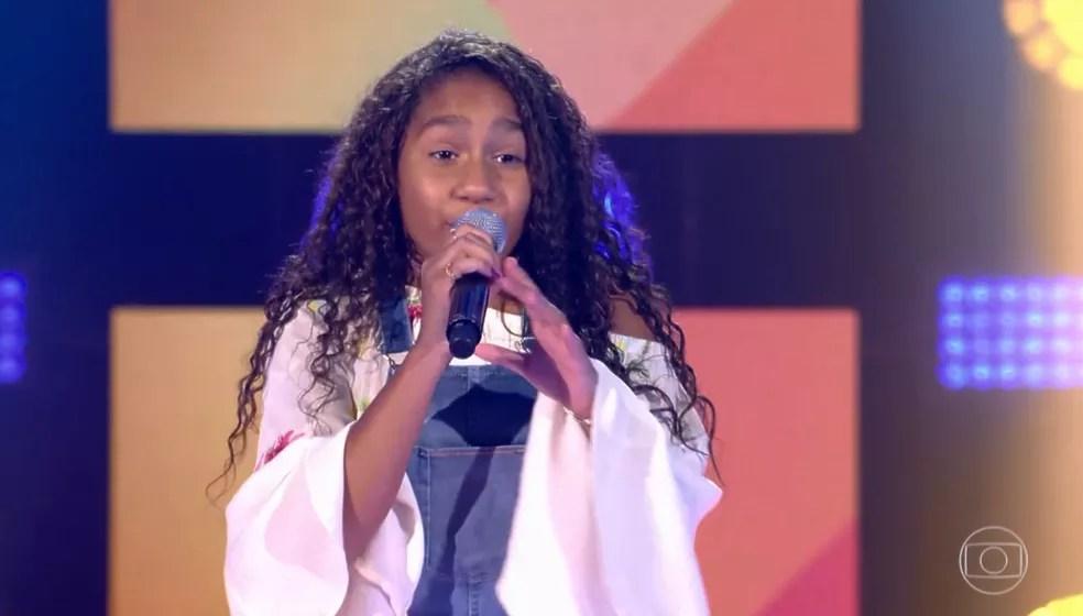 Cacá apostou no samba e passou para a próxima fase do 'The Voice Kids' — Foto: TV GLOBO