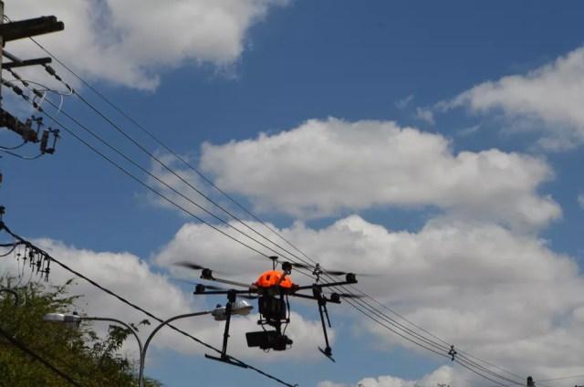 Demonstração contou com drone sobrevoando a área da UFCG por meio da tecnologia 5G e transmitindo as imagens ao vivo em 4K — Foto: Érica Ribeiro/G1