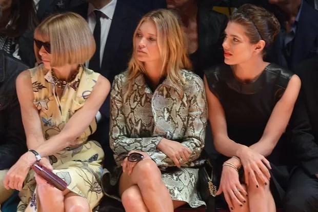 Anna Wintour, Kate Moss e Charlotte Casiraghi no desfile da Gucci (Foto: AFP)