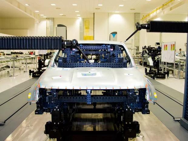 Parte de montagem da carroceria (body shop) da fábrica da Jeep (Foto: Divulgação)