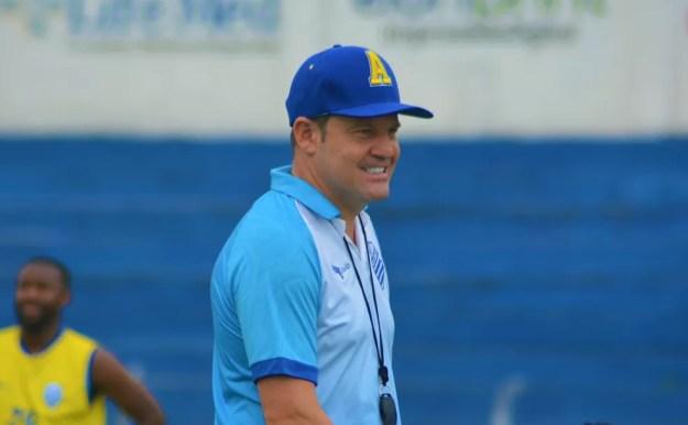 Argel Fucks prepara o time para enfrentar o Inter — Foto: Augusto Oliveira/Ascom CSA