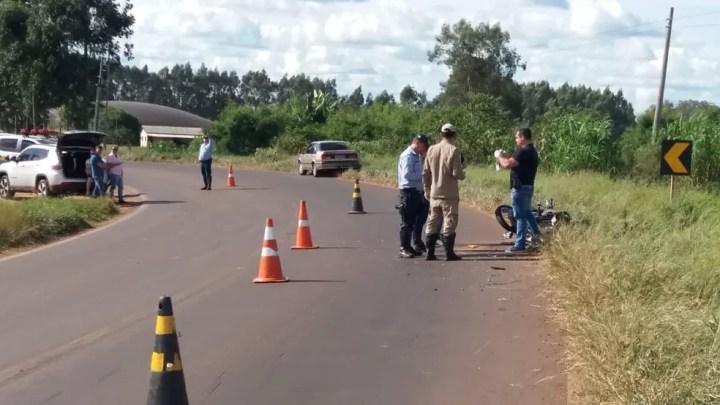 A colisão aconteceu na MS- 164 entre um carro e uma motocicleta — Foto: Deginaldo Alves