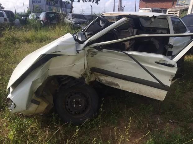 Após assalto, bandidos se envolvem em acidente e fogem, em Caruaru (Foto: Divulgação / PRF)