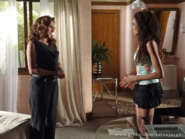 Sheila convence Wanda a levá-la para Turquia (Foto: Salve Jorge/TV Globo)