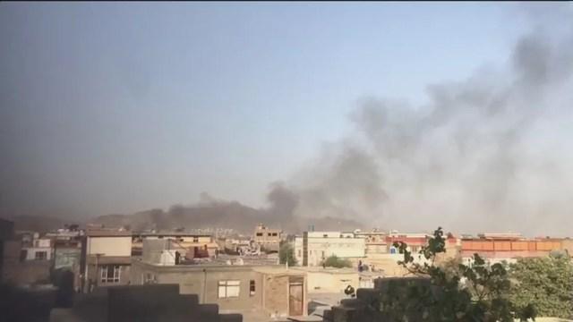 Reprodução de vídeo que mostra fumaça escura em Cabul, em 29 de agosto de 2021 — Foto: Reprodução