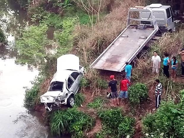 Acidente ocorreu na MT-010, próximo a Cuiabá, na madrugada desta quarta-feira (3). (Foto: Denise Soares/ G1)