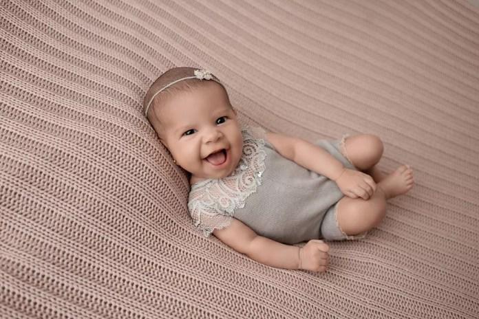 A pequena Arya tinha apenas 15 dias de vida quando foi fotografada — Foto: Adriana Margotto