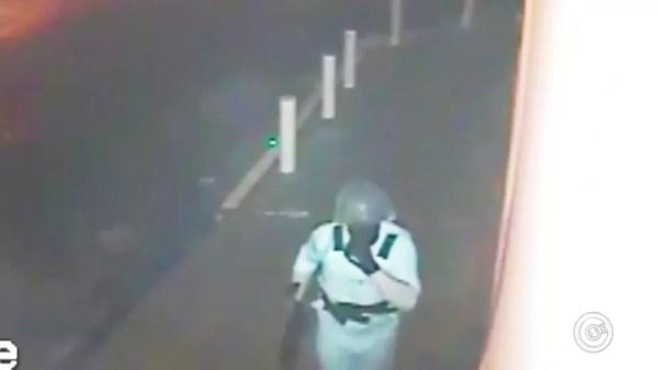 Assaltantes usaram capacete semelhante ao do Exército (Foto: Reprodução/TV TEM )