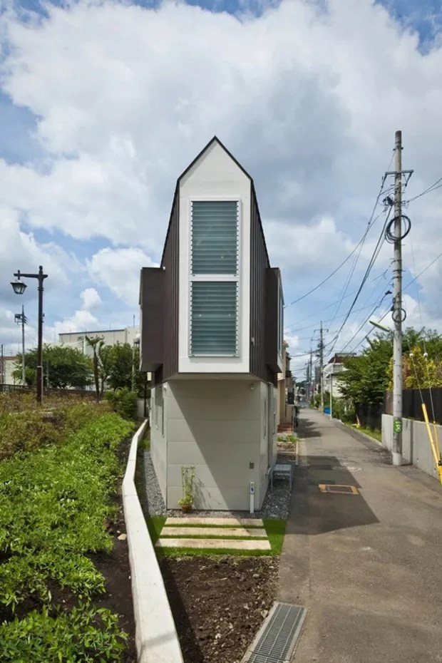 A vista da frente do imóvel evidencia a aparência triangular (Foto:  Hiroshi Tanigawa/Divulgação)