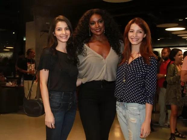 Cris Vianna com as irmãs Giselle Batista, Michelle Batista em pré-estreia de filme no Rio (Foto: Graça Paes)