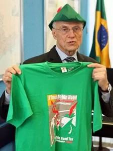 Suplicy no Senado com chapéu e camiseta em defesa da 'taxa Robin Hood' (Foto: André Dusek / Agência Estado)