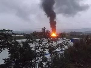 Incêndio pode ser visto de longe (Foto: Fernando Sombrio/Divulgação)