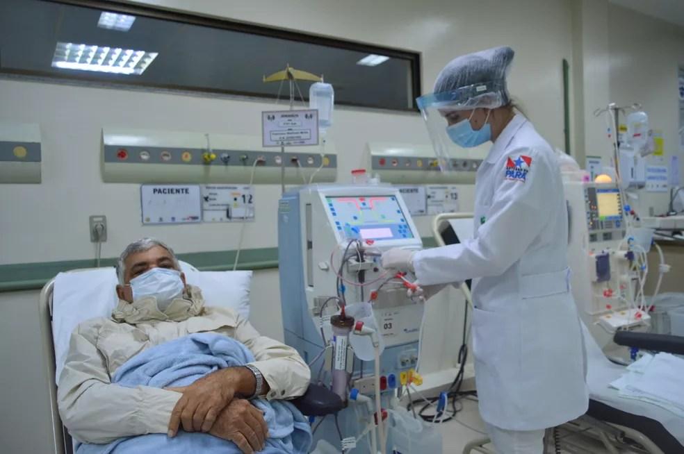 Paciente Francisco Walfredo em hemodiálise no HRBA — Foto: Comunicação Pró-Saúde/Divulgação