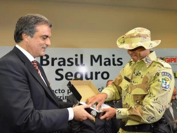 Ministro da Justiça, José Educaro Cardozo, sinaliza investimento na segurança pública em SE (Foto: Marina Fontenele/G1)