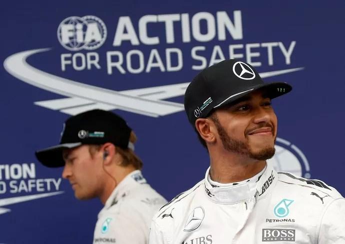 Lewis Hamilton e Nico Rosberg após o treino classificatório para o GP da Malásia (Foto: Reuters)