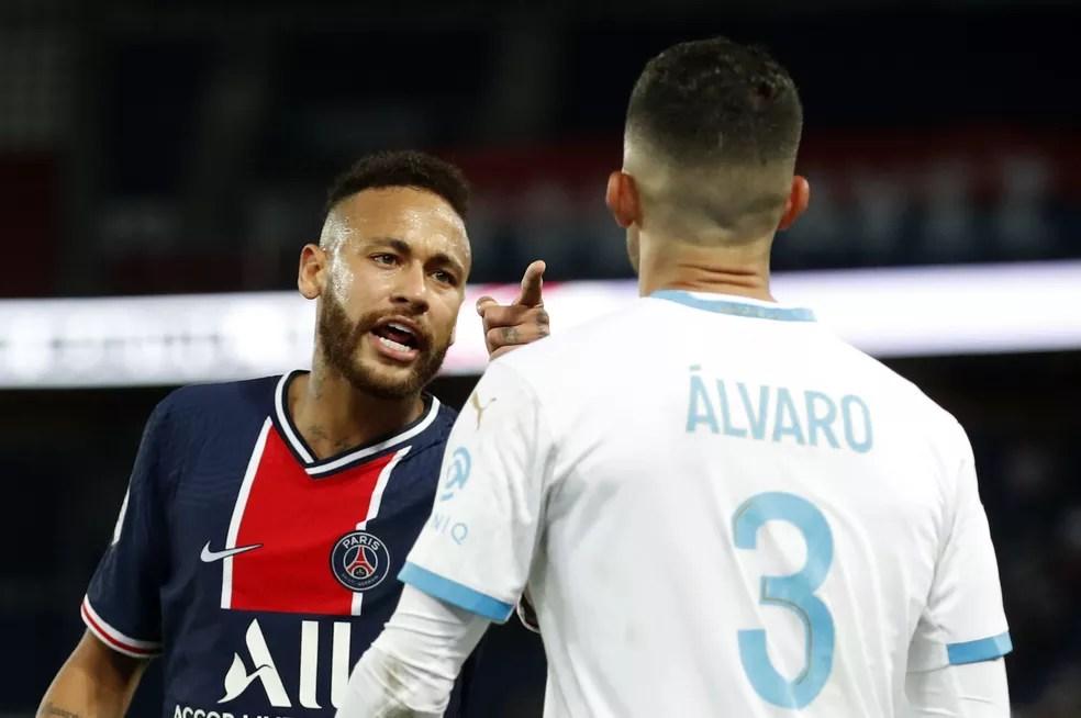 Neymar acusa Álvaro González de racismo no jogo PSG x Olympique — Foto: Gonzalo Fuentes/Reuters