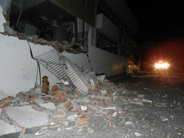 Banco é explodido na Bahia (Foto: Alécio Brandão/ site Macaúbas On Off)