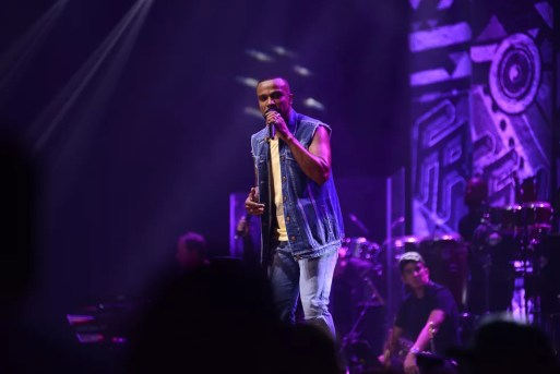 Alexandre Pires se apresentou na Arena Petry, em São José, no mês passado — Foto: Divulgação / Agência All Press