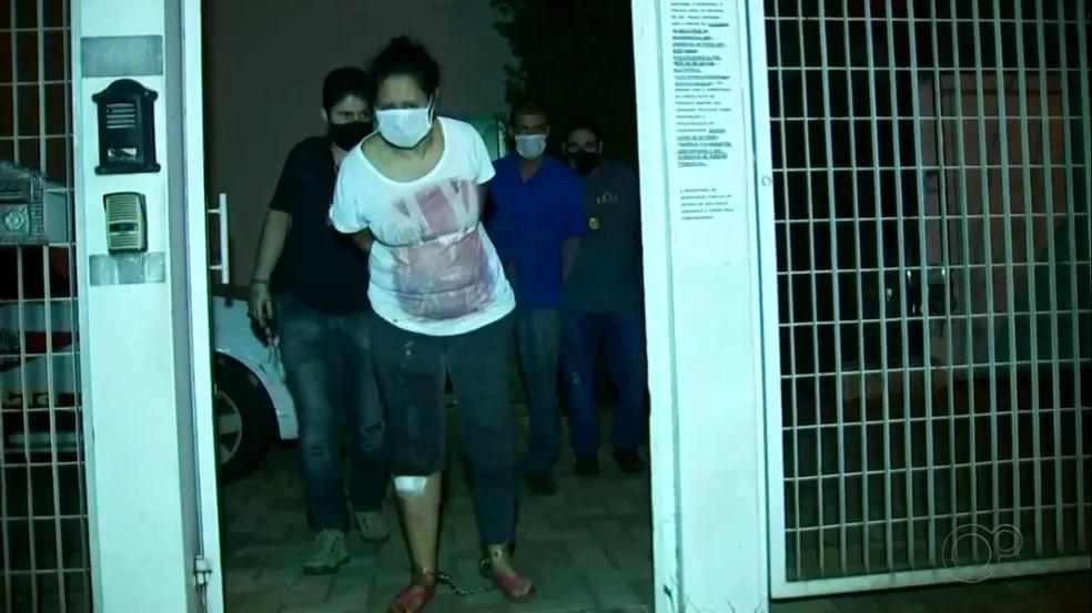 Suspeitos foram transferidos para carceragem da DEIC em Rio Preto  — Foto: Reprodução/TV TEM