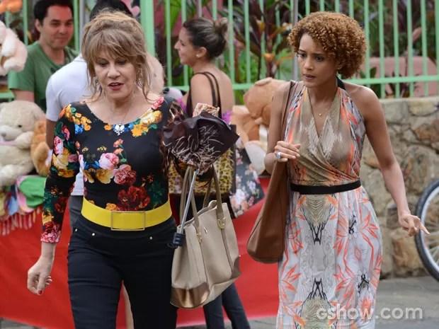 Verônica procura Glaúcia para falar sobre Jonas (Foto: Raphael Dias/TV Globo)