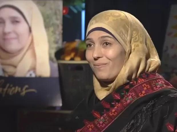 A paquistanesa Hanan Al Hroub ensina a não-violência por meio dos jogos (Foto: Reprodução Global Teacher Prize/ Youtube)