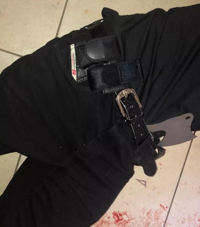 Foto mostra corpo de um dos autores do massacre na escola Raul Brasil, de Suzano — Foto: Arquivo pessoal