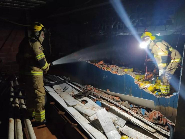 Perícia deve confirmar causas do incêndio em mercado no interior do Acre  — Foto: Asscom/Bombeiros