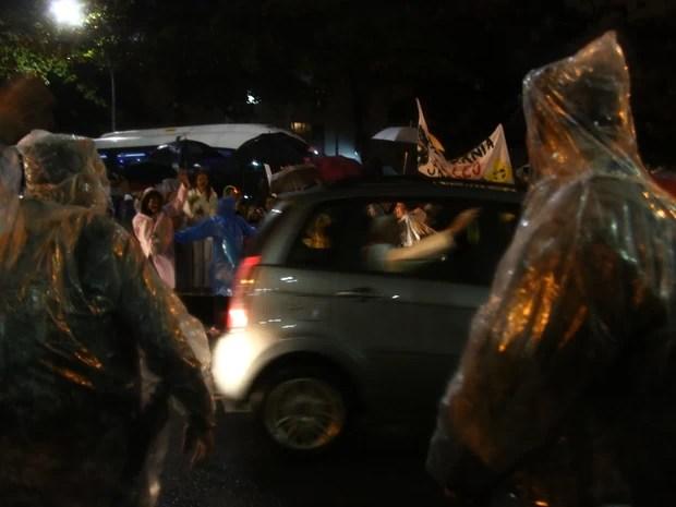 Vulto do papa na tijuca (Foto: Rodrigo Gorosito/G1)