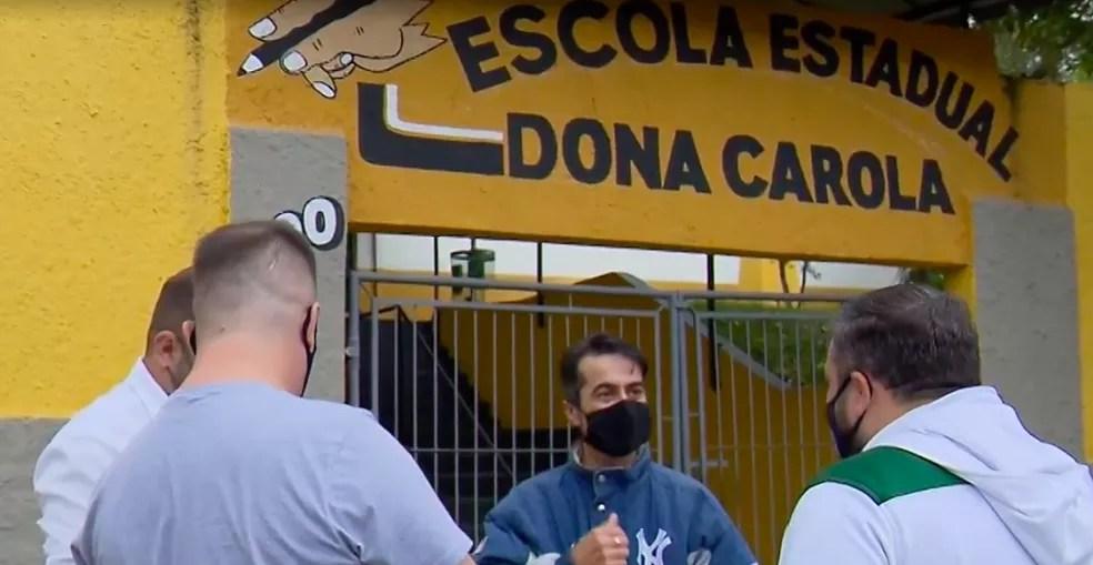 Ex-alunos se uniram e homenagearam professor. — Foto: Reprodução/RPC Curitiba