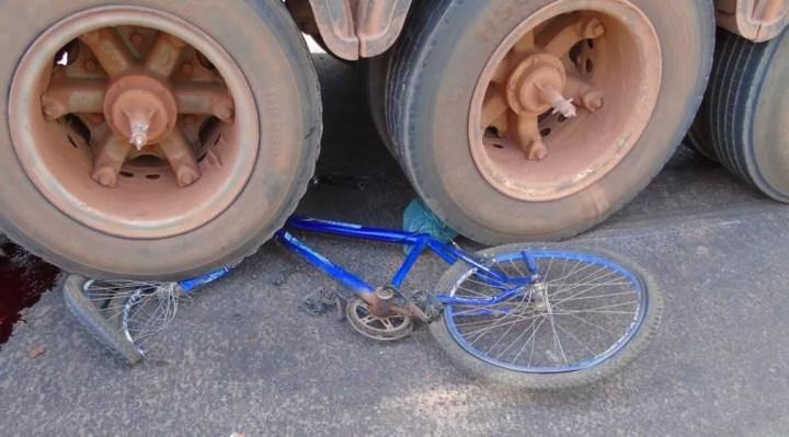 Adolescente de 15 anos morreu atropelado por carreta enquanto andava de bicicleta em Juara — Foto: Rádio Tucunaré