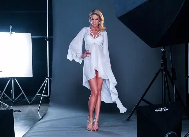ccebdf2a7 Linda! Ana Hickmann posa para campanha de lingerie