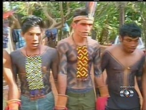 Índios dizem que só vão sair da Funai quando um representante do órgão oferecer uma solução para o problema (Foto: Reprodução/TV Anhanguera)