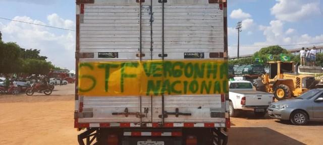Ariquemes (RO): manifestantes fizeram ato a favor de Bolsonaro e contra o STF — Foto: Lussandro Regino/Rede Amazônica