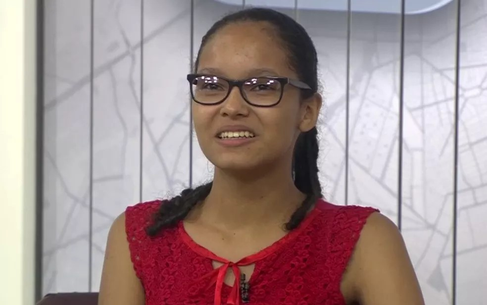 Estudante Milene Alves de Souza Almeida é aprovada no vestibular para medicina — Foto: Reprodução/TV Anhanguera